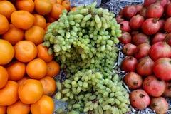 Orangen-Trauben und Granatäpfel Lizenzfreie Stockfotos