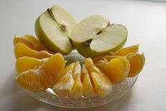 Orangen- und Apfelfrüchte Stockbild