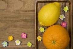 Orangen und Kalke Lizenzfreie Stockfotos