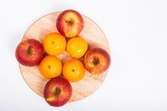 Orangen und saftiger Apfel Stockfotos