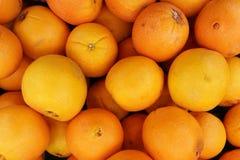 Orangenfrucht im Markt Stockbilder