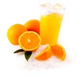 Orangensaft auf Eis Stockfotos