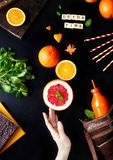 Orangensaft-Ebenenlage des Detox Stockfotos