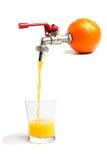 Orangensaft - gerade von der Quelle Stockbilder