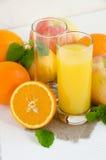 Orangensaft mit tadelloser Apfelzitrone stockbilder