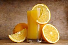 Orangensaft und Früchte Lizenzfreies Stockfoto