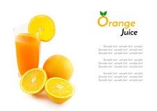Orangensaft und Scheibe lokalisiert auf Weiß Stockbilder