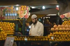 Orangensafthersteller stockbild