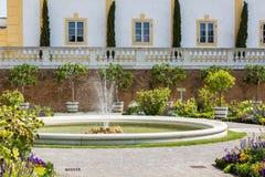 Orangerie mit angrenzendem Gewächshaus bei Schloss Hof, Österreich Lizenzfreies Stockfoto