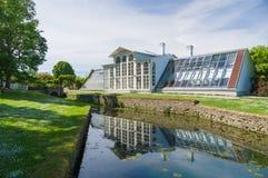 Orangerie von Landsitz und von Reflexion Palmse im Wasserkanal Stockfotos