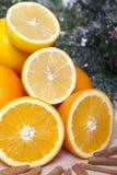 Oranges avec de la cannelle photographie stock libre de droits