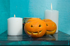 Oranges avec les visages découpés image stock