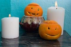 Oranges avec les visages découpés photographie stock libre de droits