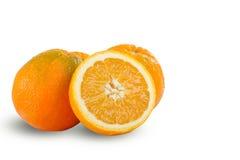 Oranges coupées en tranches mûres juteuses fraîches sur le fond blanc Photographie stock libre de droits