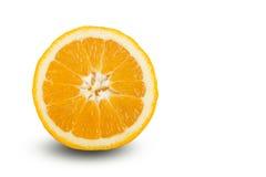 Oranges coupées en tranches mûres juteuses fraîches sur le fond blanc Image stock