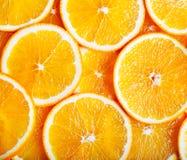 Oranges coupées en tranches dans une configuration Photo libre de droits