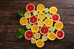 Oranges d'agrume, chaux, pamplemousse et fond de citrons Images stock
