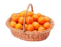 Oranges dans le panier Photos stock