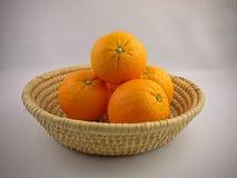 Oranges dans un panier Photo libre de droits