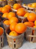 Oranges du marché de l'agriculteur Photographie stock libre de droits