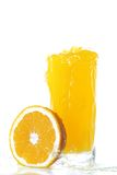 oranges en verre de jus photos stock