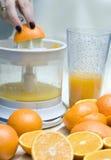Oranges et mélangeur Photographie stock libre de droits