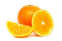 Oranges et tranches oranges Photographie stock