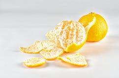 Oranges juteuses mûres, épluchées Photographie stock