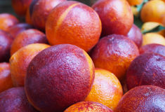 Oranges siciliennes rouges au marché, Valenci Photos stock