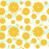 Oranges slices seamless pattern splash on blue whi Stock Photography