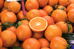 Oranges sur le marché Photos libres de droits