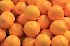 Oranges sur le marché de nourriture à Valence Photo libre de droits