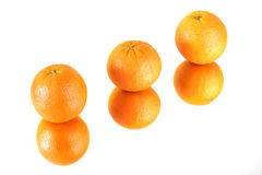 Oranges sur le miroir Photographie stock