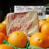 Oranges vendues au marché Photographie stock libre de droits