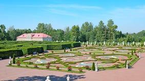 Oranienbaum (Lomonosov) Άγιος-Πετρούπολη Ο χαμηλότερος κανονικός κήπος στοκ εικόνα με δικαίωμα ελεύθερης χρήσης