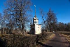 Oranienbaum, Tore, die Festung Peter III. unterhalten. Lizenzfreies Stockfoto