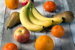 Oranje Apple, banan, roodbruin, mandarin stock foto