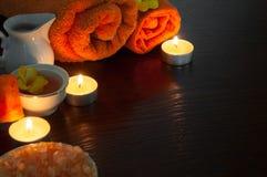 Oranje Aromatherapy - badzout, zeep, etherische oliën en handdoeken Stock Afbeelding