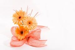 Oranje bloemenregeling stock afbeeldingen