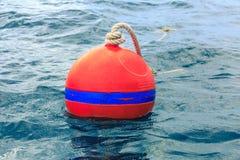Oranje boei op blauwe overzees Stock Foto