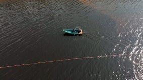 Oranje boeien van veiligheid op de rivier, het schermen van de plaats van het zwemmen op het strand Het lucht schieten stock videobeelden
