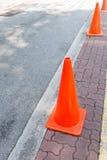 Oranje bouwkegels Royalty-vrije Stock Foto's