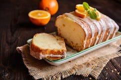 Oranje brood van brood met suikerdeklaag stock afbeeldingen
