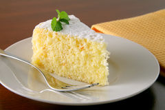 Oranje cake en thee Royalty-vrije Stock Afbeeldingen