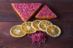 Oranje chocolade met gevriesdroogde frambozen Royalty-vrije Stock Afbeeldingen