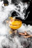 Oranje cocktail met kaneel Royalty-vrije Stock Afbeeldingen