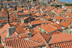 Oranje daken in Dubrovnik, Kroatië stock afbeelding