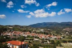 Oranje daken Panorama dichtbij van Kato Lefkara - is het beroemdste dorp in de Troodos-Bergen Limassol stock foto's