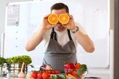 Oranje de Citrusvruchtenoog van chef-kokvlogger showing comic stock afbeeldingen