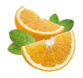 Oranje die de muntbladeren van kwartstukken op witte achtergrond worden geïsoleerd Stock Afbeeldingen